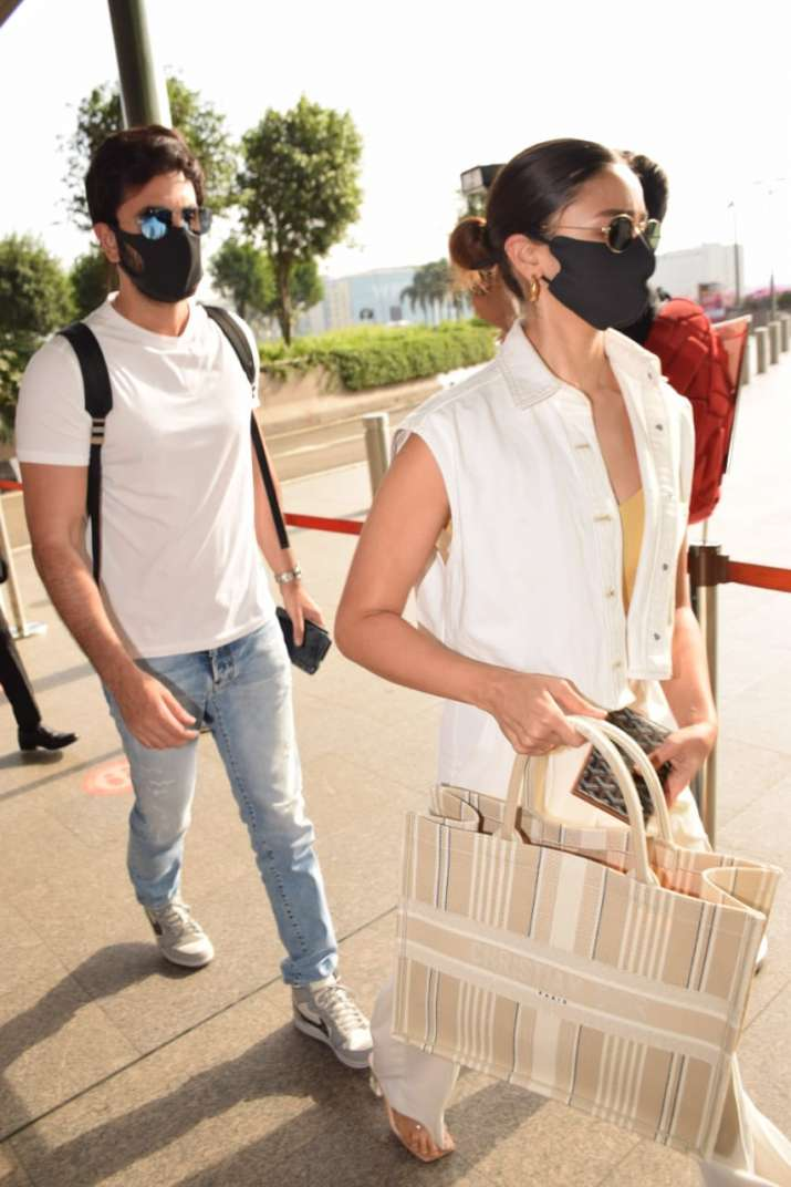India Tv - Alia Bhatt and Ranbir Kapoor leaving for Maldives at the airport