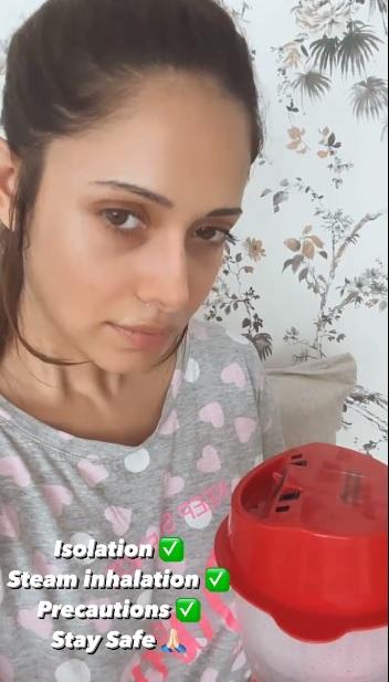 India Tv - Nushrratt Bharuccha checks upon her Ram Setu co-stars Akshay Kumar as she goes in isolation