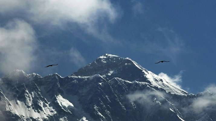 Coronavirus fails to deter hundreds of climbers on Mount Everest