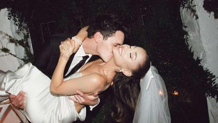 Ariana Grande shares her home wedding pics with Dalton Gomez
