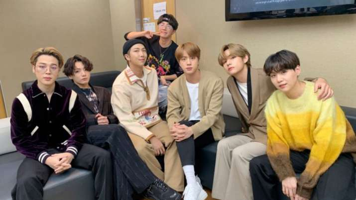 BTS boys can't stop screaming in disbelief as V fails to recognise Robert Downey Jr. | VIDEO