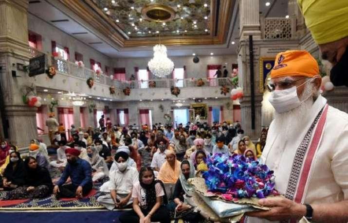 PM Modi visits Sis Ganj Gurudwara in Delhi