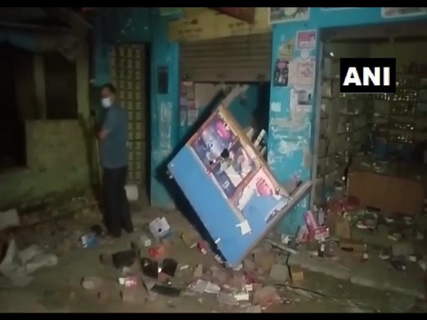 Two groups clash, pelt stones at each other in UP's