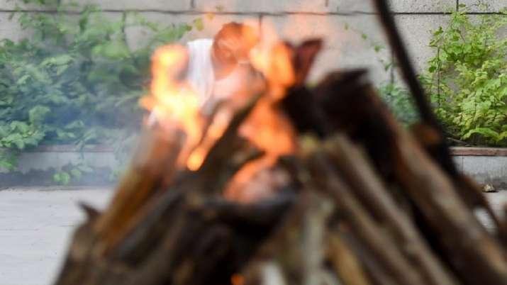 Muslim youths, cremation,  60 year old Hindu man, COVID19 death, Uttar Pradesh, Balrampur, coronavir