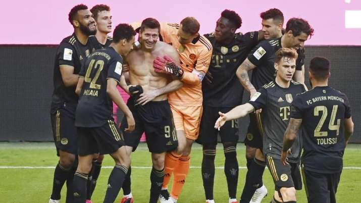 Bayern's Robert Lewandowski, fourth from left, celebrates
