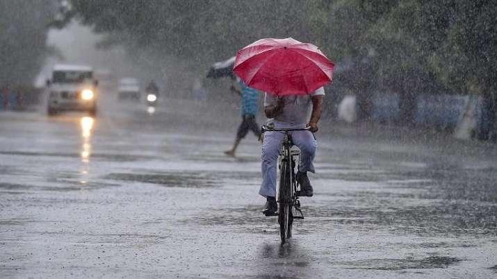Light rains bring down mercury in Delhi; Squalls likely in NCR region on Wednesday