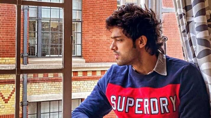 'Kasautii Zindagii Kay 2' fame Parth Samthaan shows how to click a natural selfie