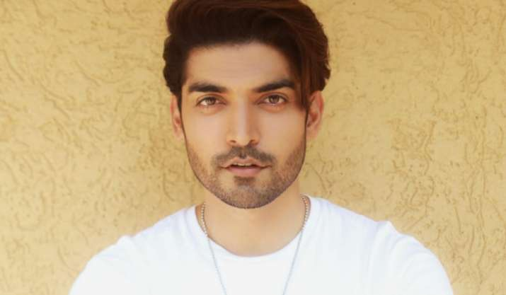 COVID19: Gurmeet Choudhary collaborates with young doctors, launches free tele-consultation service