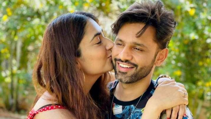Khatron Ke Khiladi 11 contestant Rahul Vaidya gets parting gift from girlfriend Disha Parmar