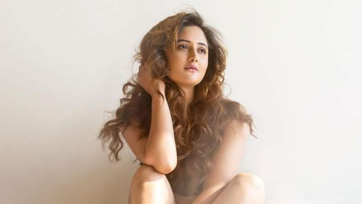Rashami Desai shares sunkissed picture, urges fans to stay safe and healthy