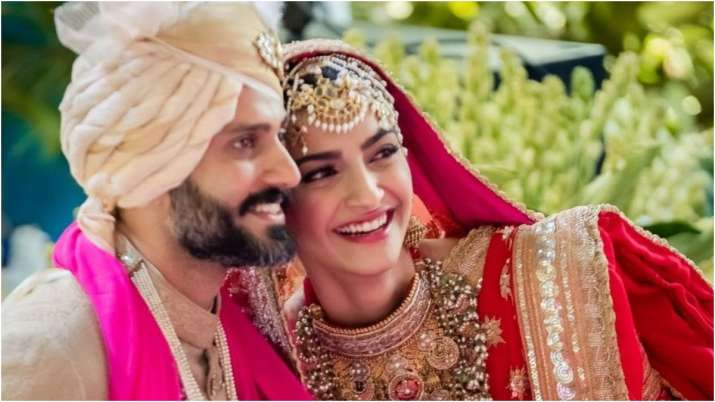 On Sonam Kapoor-Anand Ahuja's 3rd wedding anniversary, Rhea Kapoor shares unseen romantic pictures of the couple