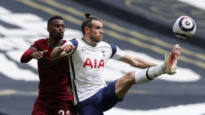 Tottenham's Gareth Bale, right, and Wolverhampton