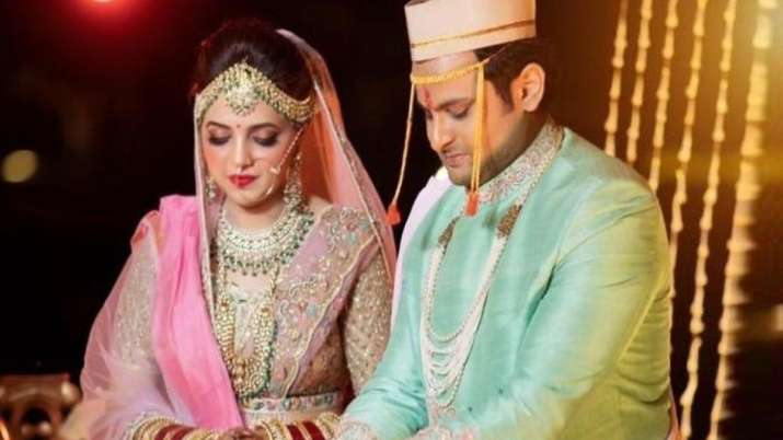 Comedian Sugandha Mishra, others booked for violating COVID norms at wedding