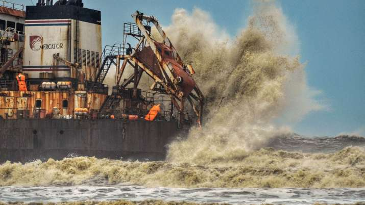 High sea waves due to cyclone Tauktae hit Bhagavathi Prem