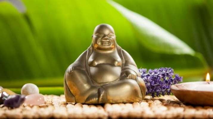 Vastu Tips: Know in which places it is inauspicious to keep idol of Laughing Buddha at home