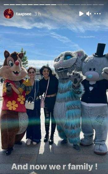 India Tv - Taapsee with her sister Shagun in Moscow
