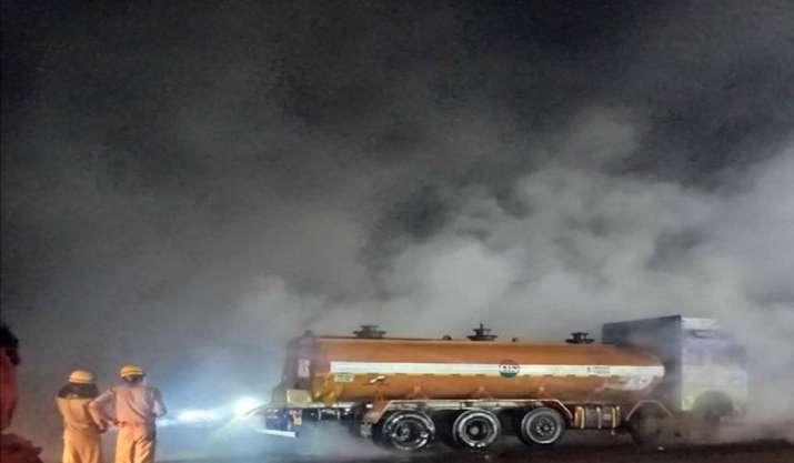 Acid leaks from tanker en route Kolkata on NH-16