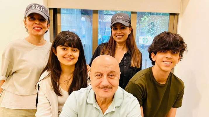 Mahima & her kids spend quality time with Anupam Kher