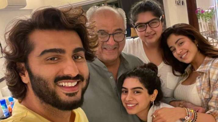 Inside Janhvi Kapoor and Arjun Kapoor's Father's Day dinner with Boney; Anshula, Khushi join in too
