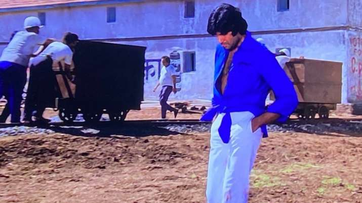 Fashion or tailoring glitch? Story behind Big B's iconic knotted shirt look in 'Deewar' revealed