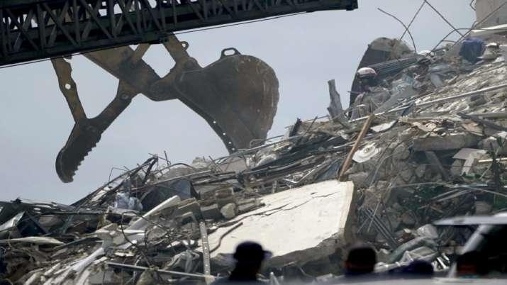 India Tv - Florida building collapse, body, death toll, five dead, rescue operation, rescue team, jow biden, tr