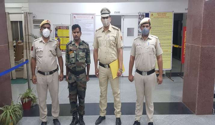Delhi: Man poses as army officer to attract women on social