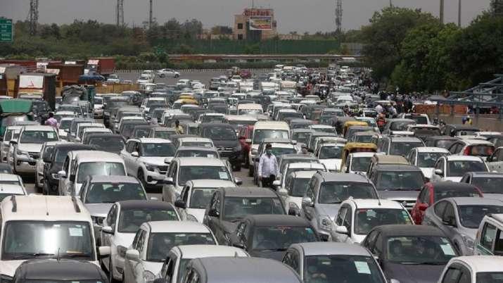 Traffic jam, Delhi, Gurugram border, police, police checking, vehicles, farmers protest, delhi NCR l