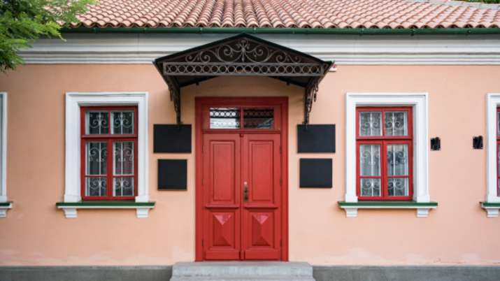 Vastu Tips: Know which colored main door of the house is suited in which direction