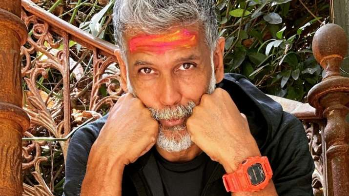 """Milind Soman recalls in Captain Vyom's shooting """"smoking 20-30 cigarettes a day"""" said """"I think I fell lightly"""""""