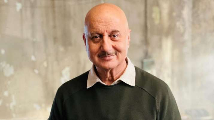 """Video: Anupam Kher visits Mumbai's first home to celebrate 40 years of """"dream city"""""""