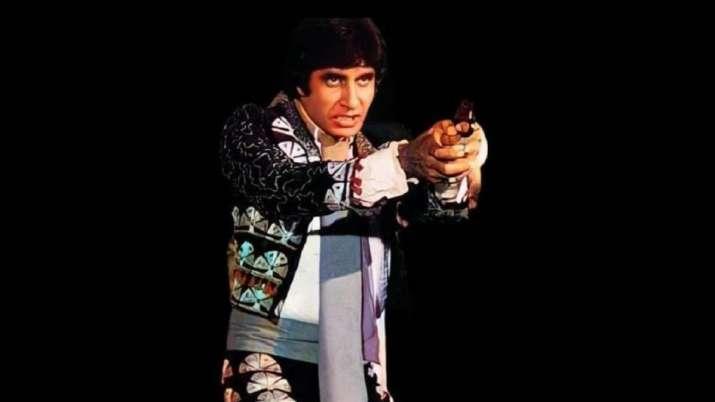 Amitabh Bachchan reviews 'Naseeb' Memories, shares an iconic image dressed as a matador