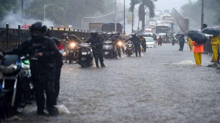 India Tv - Maharashtra, maharashtra Chief Minister, heavy rain, Mumbai, monsoon, weather updates, mumbai, weath
