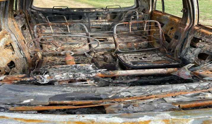 India Tv - Police have recovered the car which the accused had set on fire to destroy evidence