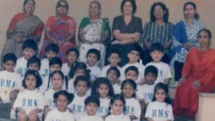 Can you see Sara Ali Khan in this invisible school-time photo of her actress?