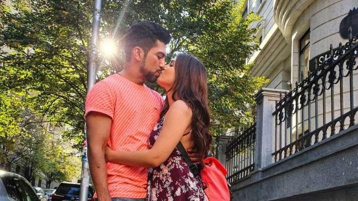 Shiny Doshi announces engagement with boyfriend Lavesh