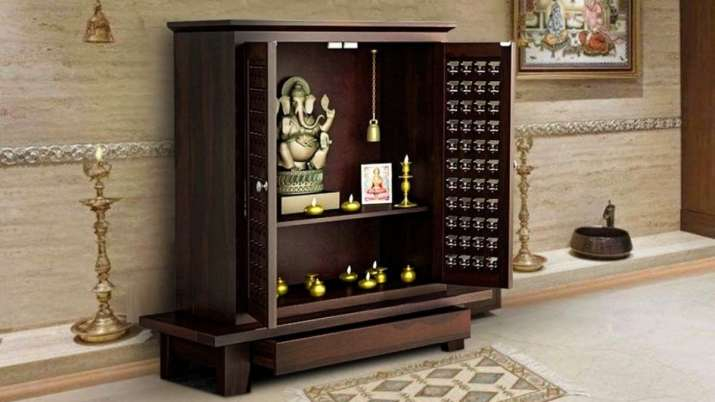 Vastu Tips: Get THIS color painted in the temple of the house to maintain happiness and prosperity