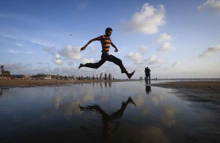 India Tv - man jumps