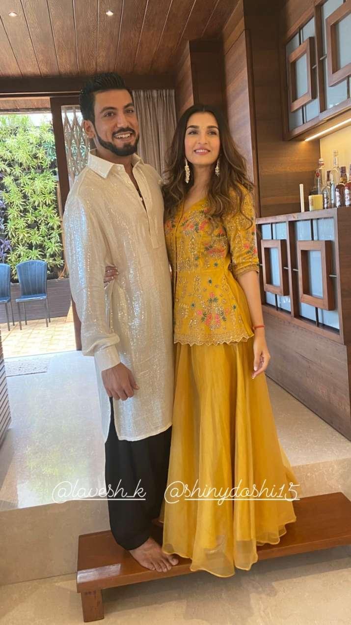 India Tv - Pandya Store fame Shiny Doshi marries Lavesh Khairajani; pic of newlyweds kissing goes viral