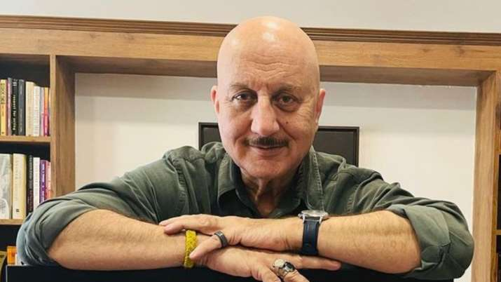 Anupam Kher shares video of Russian army school cadets singing iconic patriotic song 'Ae Watan'