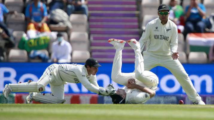 Tim Southee, center, drops a catch of India's Rishabh Pant