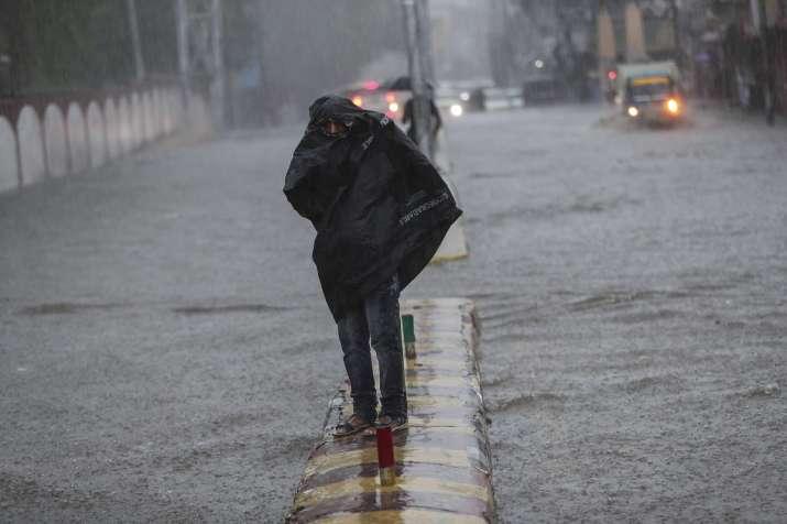 Heavy rains lashes Mumbai, cause severe waterlogging on