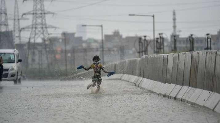 Delhi weather, delhi monsoon weather today, IMD forecasts, moderate rain, national capital, delhi we