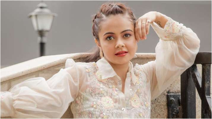 Devoleena Bhattacharjee comes to the side of Suresh Rain after trolling over the latest comments