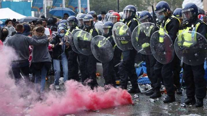 euro 2020 riot, england fans riot, london police,