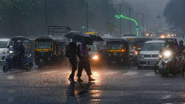 Maharashtra rains: Red alert for 6 districts; extremely heavy showers expected