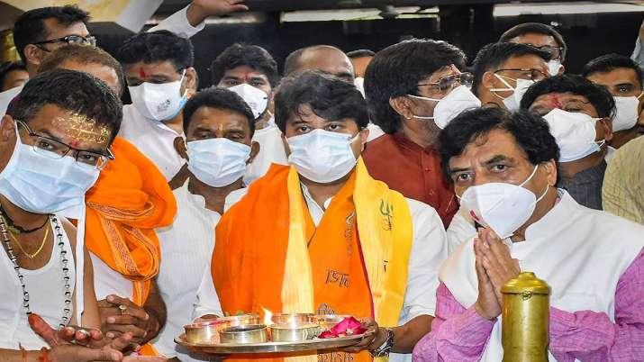 BJP leader and Rajya Sabha MP Jyotiraditya Scindia offers