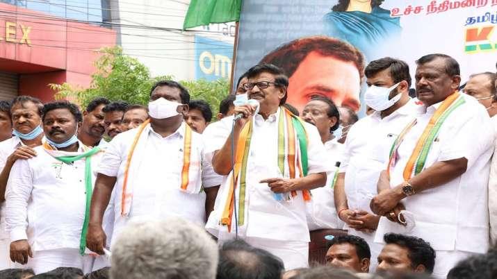 Leader KS Alagiri led a protest rally near the Rajiv Gandhi