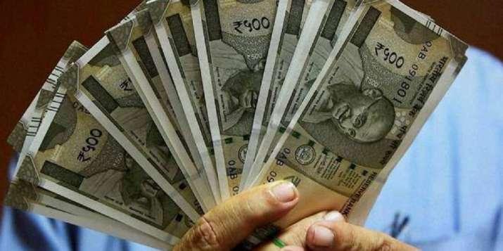 Rupee snaps 3-day winning streak, drops 10 paise to