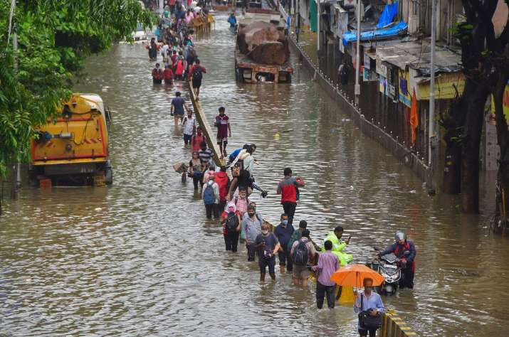 India Tv - 25 people die in rain-related incidents as heavy downpour pummels Mumbai