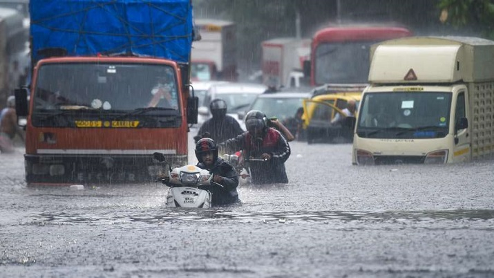 IMD issues red rain alert for 5 Maharashtra districts, 'orange' warning for Mumbai
